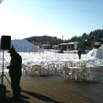 様々な雪遊びや屋台の準備が始まっていました