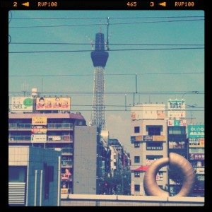 01乗換駅・錦糸町のホームから見える東京スカイツリー(2010-8-28)