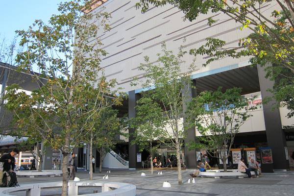 八王子駅の南口はとっても綺麗になってました。