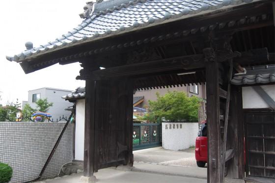04_広見保育園はお寺の隣