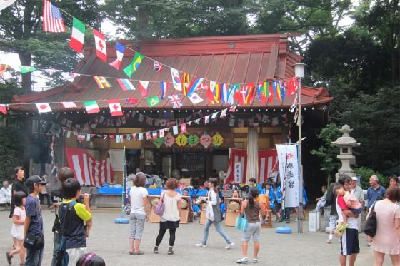 17_昭和天皇の御即位を記念して造営された神楽殿で歌わせて頂きます