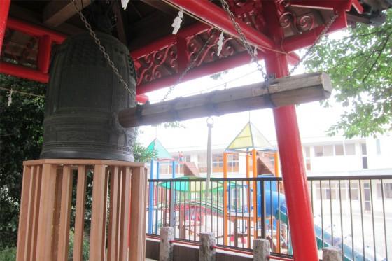13_右手には鐘楼があり、その奥にはさきとり幼稚園がありました。