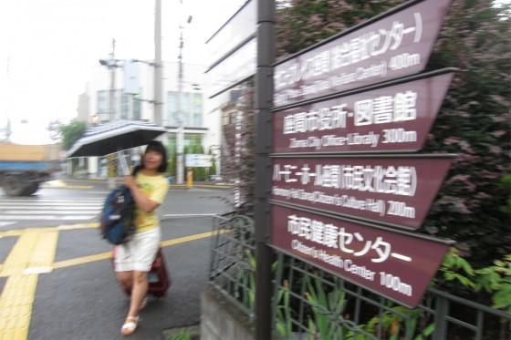 02_バスを降りてハーモニーホール座間へ歩きます