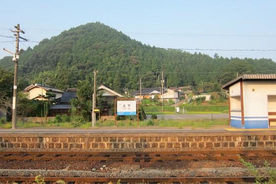 05_上下町の朝散歩_上下駅近くの山