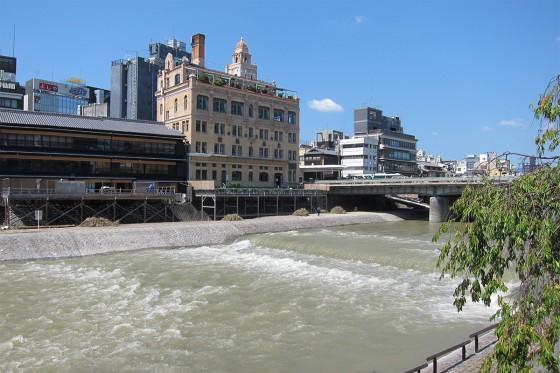 42_台風の影響で水かさの高い鴨川