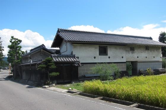 16_古い倉のようなお家が多いです
