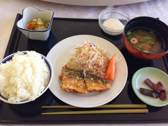 06_お昼は鯖の竜田揚げ定食です