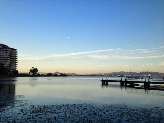 24_琵琶湖と月