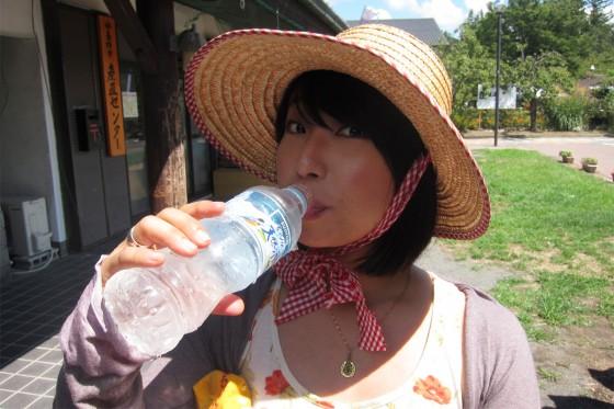 27_お水を飲むリス