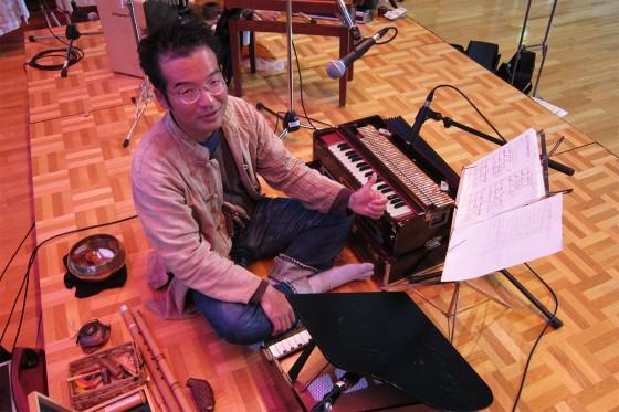 10_さと兄さんもたくさんの楽器!準備完了