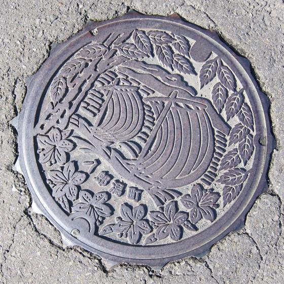 66_八郎潟のマンホールデザイン