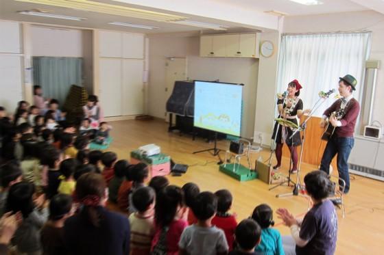 13_梅丘保育園・秋の観劇会ケチャマヨコンサート04リズム対決