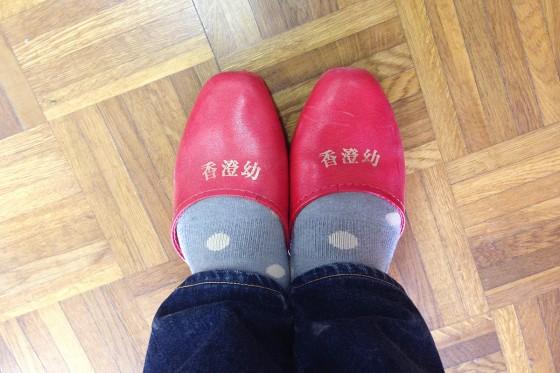 08_香澄幼稚園のスリッパで頑張る!