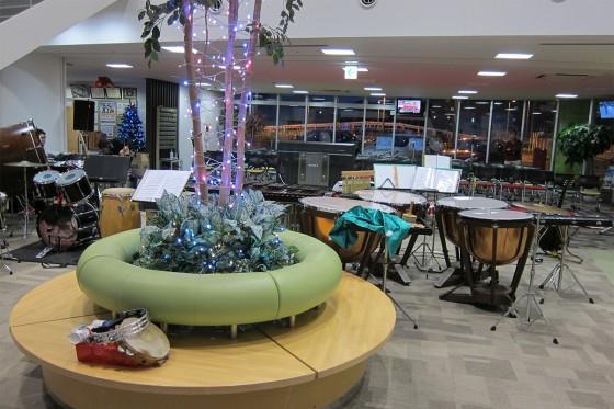 04_クリスマスの雰囲気満点の久里浜自動車学校ロビー