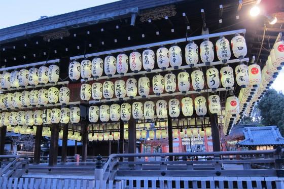 26_八坂神社・神楽殿の提灯