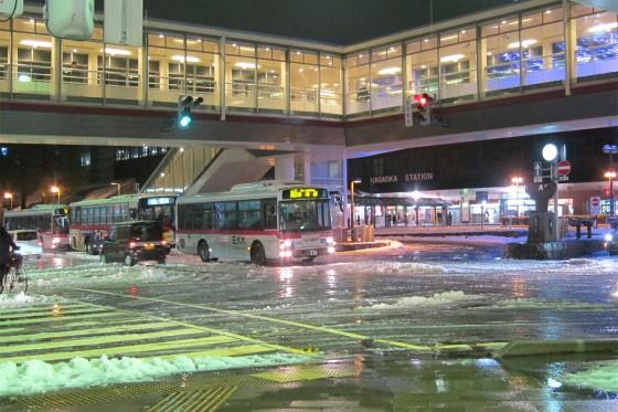01_雪の長岡駅前