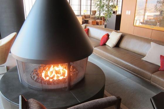 08_ホテルアークリッシュ豊橋05暖炉のあるラウンジ