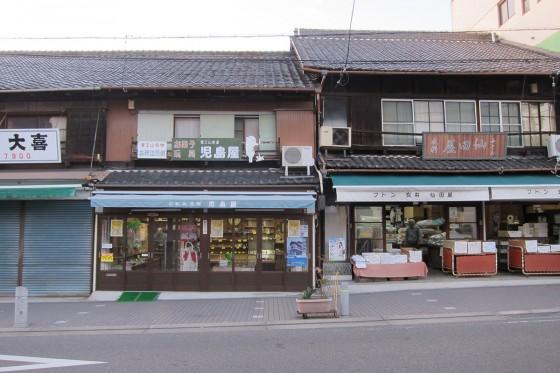 10_覚王山の参道