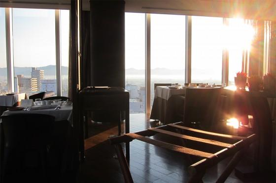 10_ホテルアークリッシュ豊橋11朝日の当たるレストラン