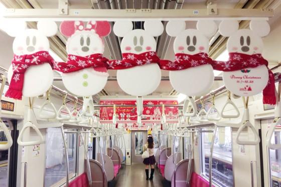 千葉の電車はディズニークリスマス一色で