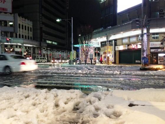 06_こんな、靴がぬれる雪道ですが・・・