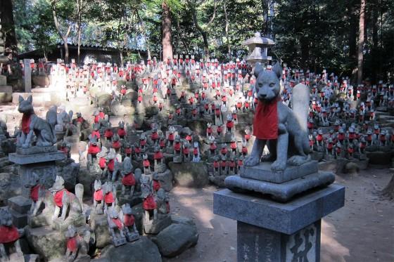 11_豊川稲荷にお礼のお参り14霊狐塚は迫力ある!