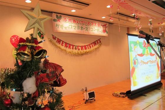 24_ケチャマヨの大きな絵があるクリスマスコンサート