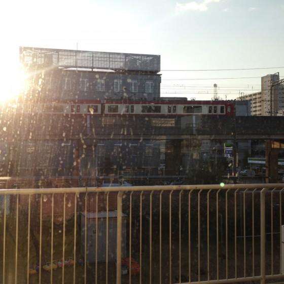 00_2_園の窓からは電車が見える