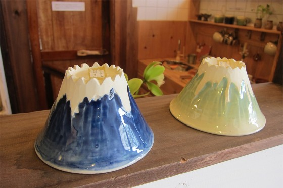 39_オモシロイ富士山のお茶碗