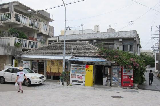 43_沖縄らしいお店