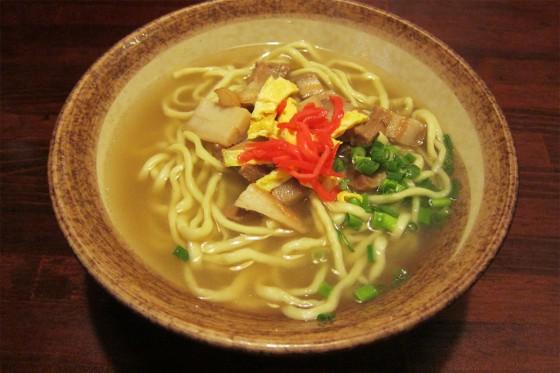 23_シメの沖縄そばも素直な美味しさ