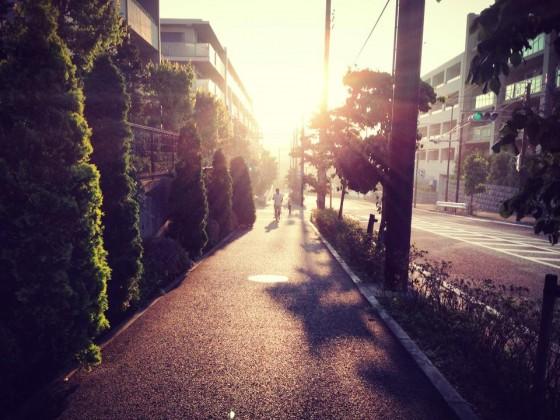 03_振り返れば眩しい朝日