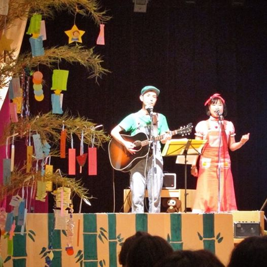 08_楽しく歌う夫婦の七夕