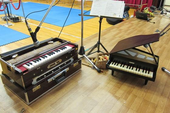 06_ハルモニウムと動物笛とトイピアノ