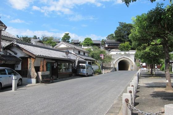 50_備前焼窯元とトンネル
