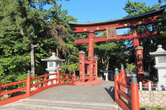 42_氣比神社の木製鳥居