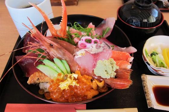 12_どんと屋の極上海鮮丼