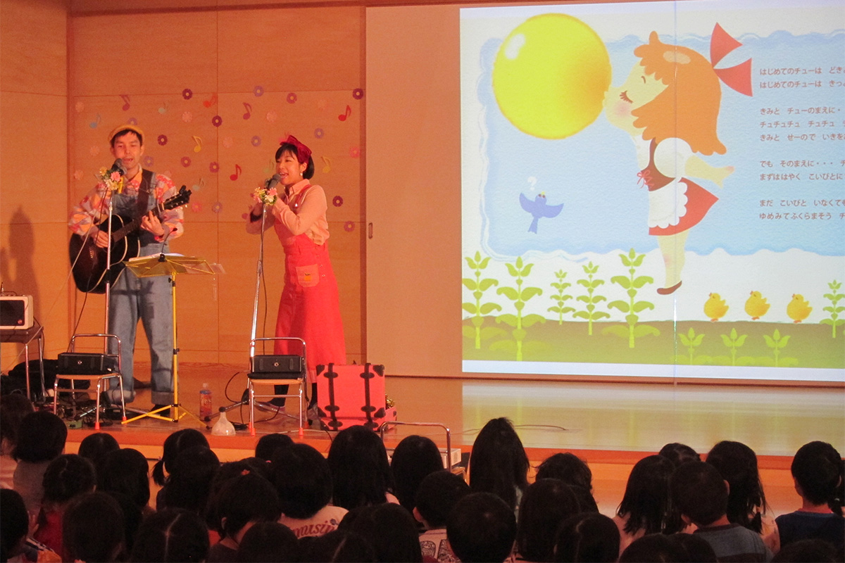 軽井沢西保育園での楽しいコンサート♪そして青空と紅葉が最高のご褒美☆軽井沢サイクリング案内