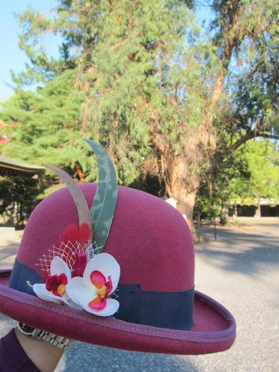 48_ユーカリの葉を帽子にあしらってみた
