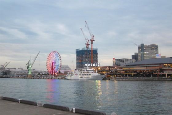 35_神戸の夕暮れ時の海