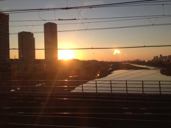 03_美しい多摩川の朝日