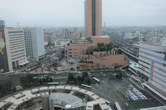 10_13階の控え室から浜松駅を眺める