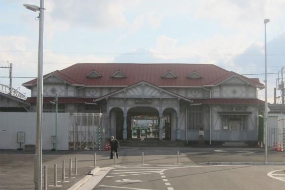 19_向いには南海電鉄の浜寺公園駅