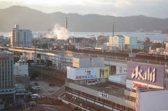 02_徳山駅の夜明け、周南市をよろしく。