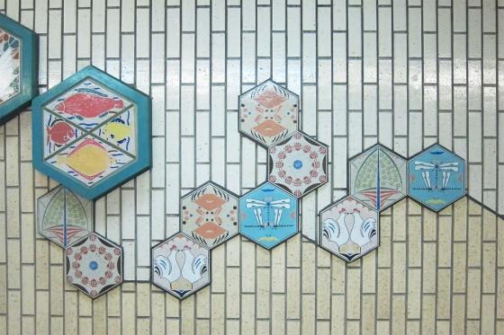 32_大垣駅前、地下道のカワイイタイル
