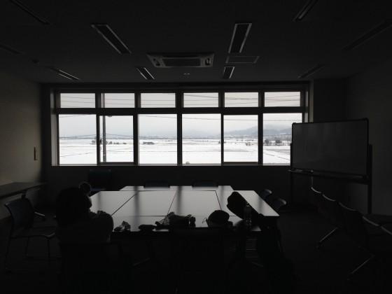 09_控室の外は白い