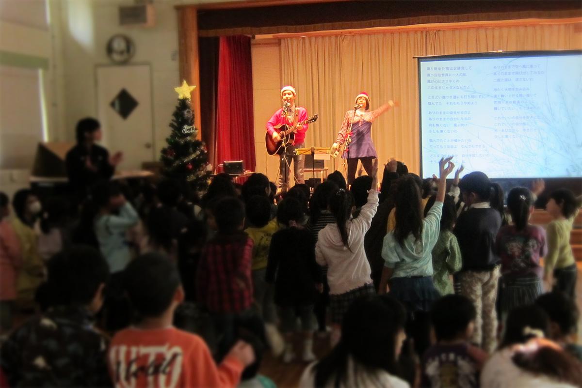 町田市・たかね保育園で0~6歳児が一緒に大盛り上がり!クリスマスコンサート☆ライブ!