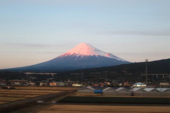 25_新幹線から赤富士