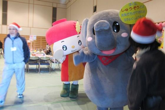 17_徳山動物園のしゅうぞうくんとシマヤのみそらちゃん
