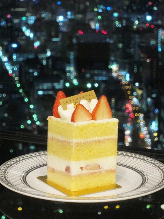 39_ケーキに夜景がデコレーション